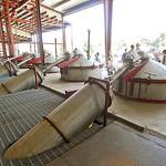 Destilatie ketel op de Farm in Mona Utah USA waar op dat moment Jeneverbes werd gedistilleerd.